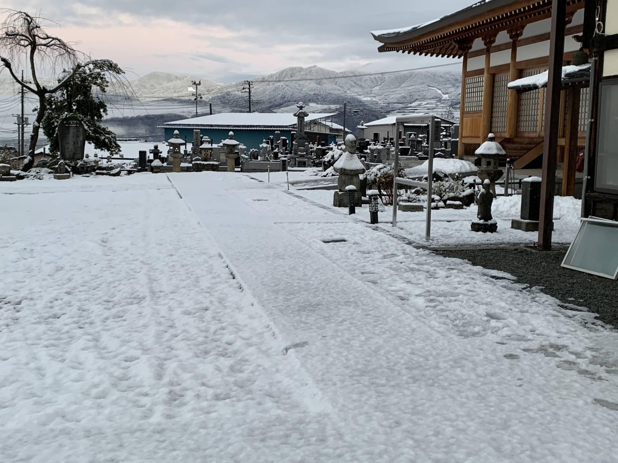 山梨初積雪です。